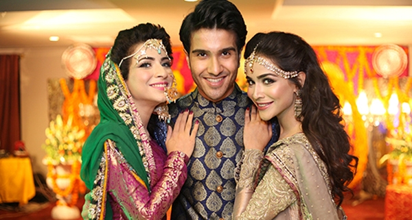 Pakistani actress humaima malik with Feroze Khan and Dua Malik
