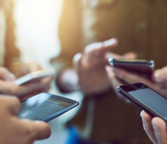 5 Health Problems Caused By Smartphone Overuse
