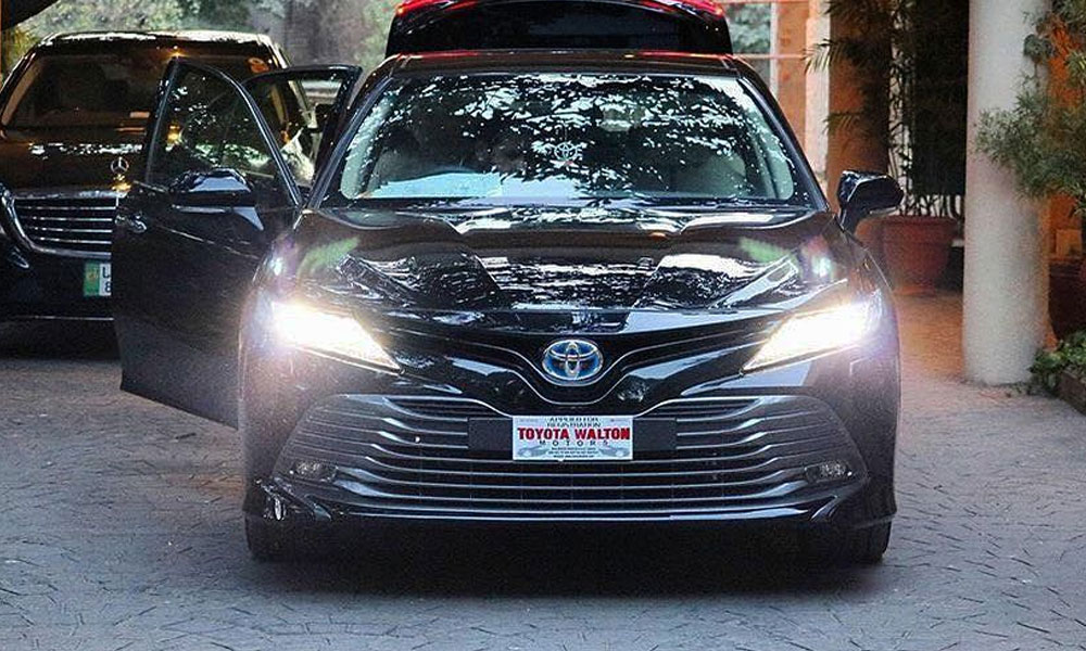 Toyota Successfully Sold Its First 2018 Camry Hybrid In Pakistan