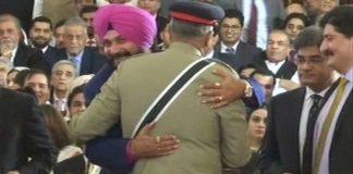 Sidhu-hugs-coas-bajwa