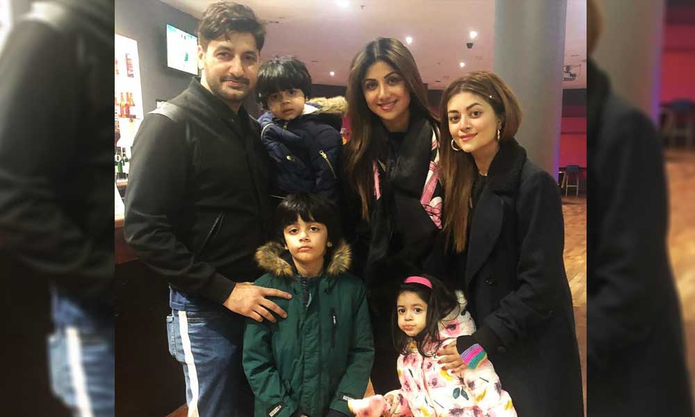 Syed Jibran & Shilpa Shetty Pose for a Picture During