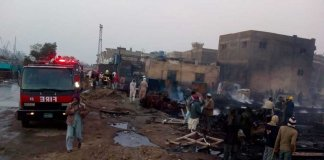 Fire-at-Karachi's-Fish-Harbor
