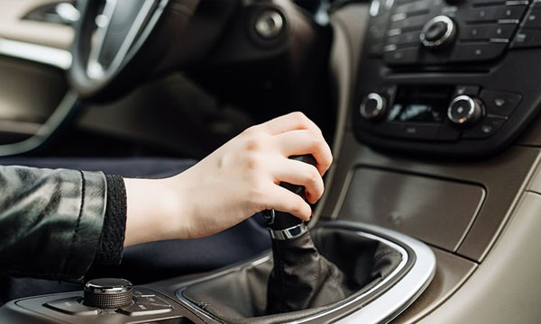 Habits You Should Avoid While Driving a Manual Car