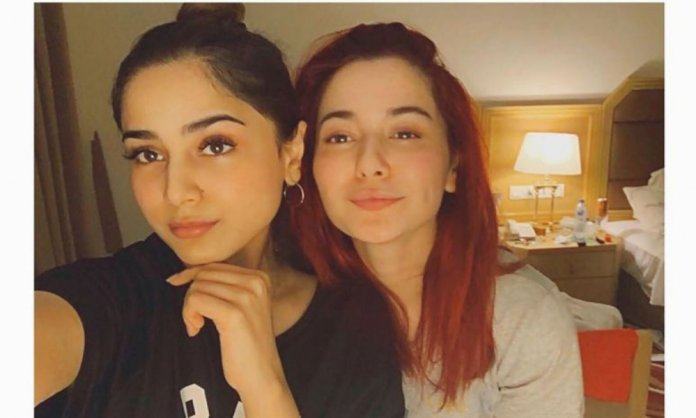 Hania Amir cooking session