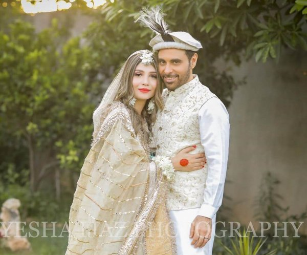 Haroon Rashid trolled for marrying late
