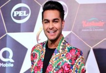Asim Azhar at an award show