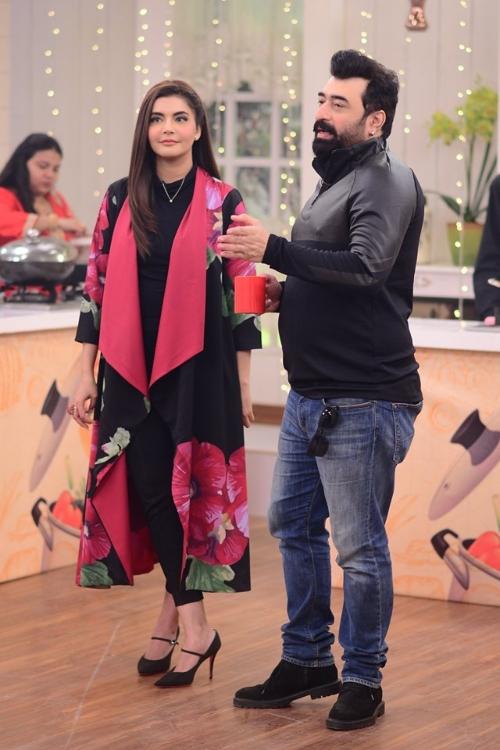 nida yasar with husband at show