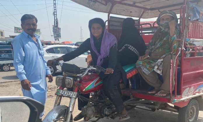 Noor, the young girl who drives rickshaw