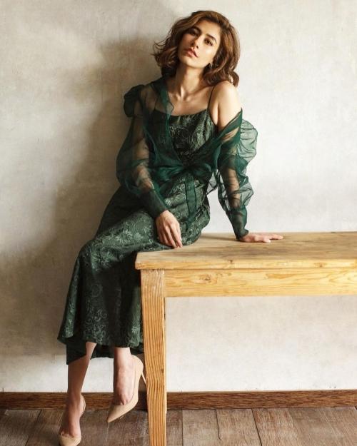 syra yousuf, revealing dress