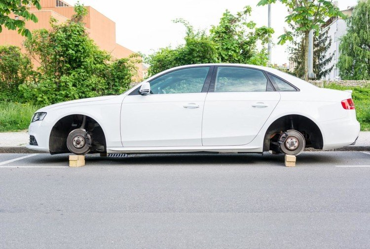 Islamabad stolen tyres by thief