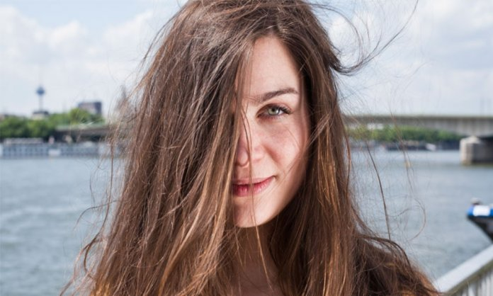 tame static hair