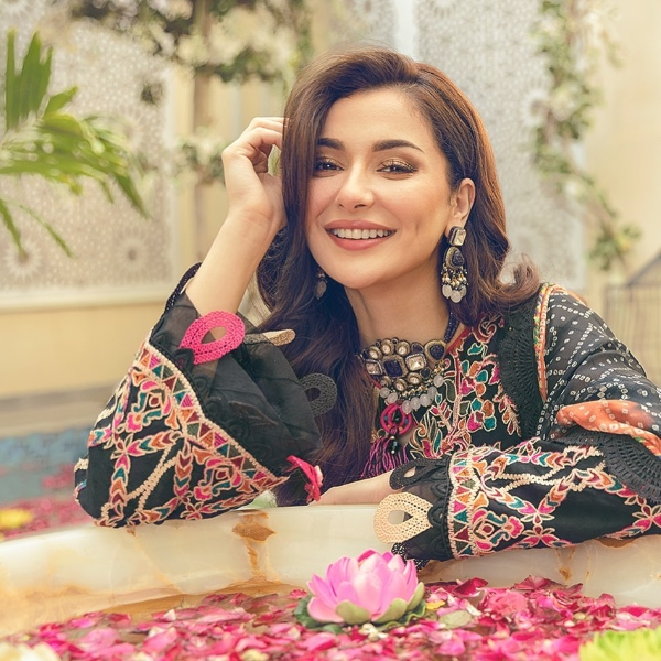 hania aamir personal father