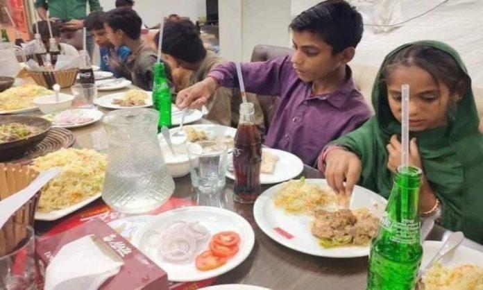 Kindness Shown By A Resident Of Rahim Yar Khan Towards Street Children