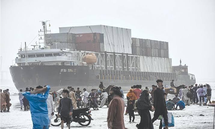 Stuck seaview ship