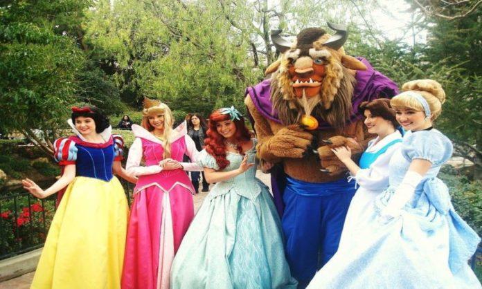 5 Secrets Disney Princesses At Disneyland Can't Tell Anyone