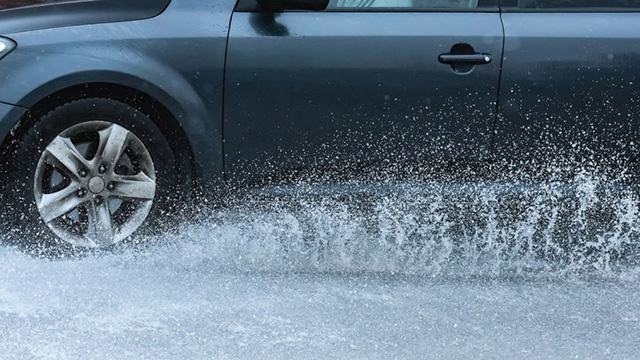 heavy braking in bad weather safety tip