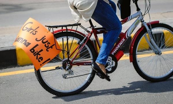 mother daughter harassed bike