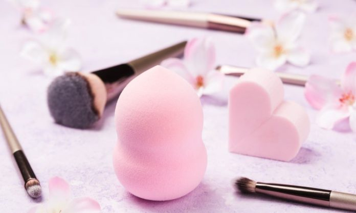 Make Up Brush vs Make Up Sponge - Which One Is A Better Applicator?