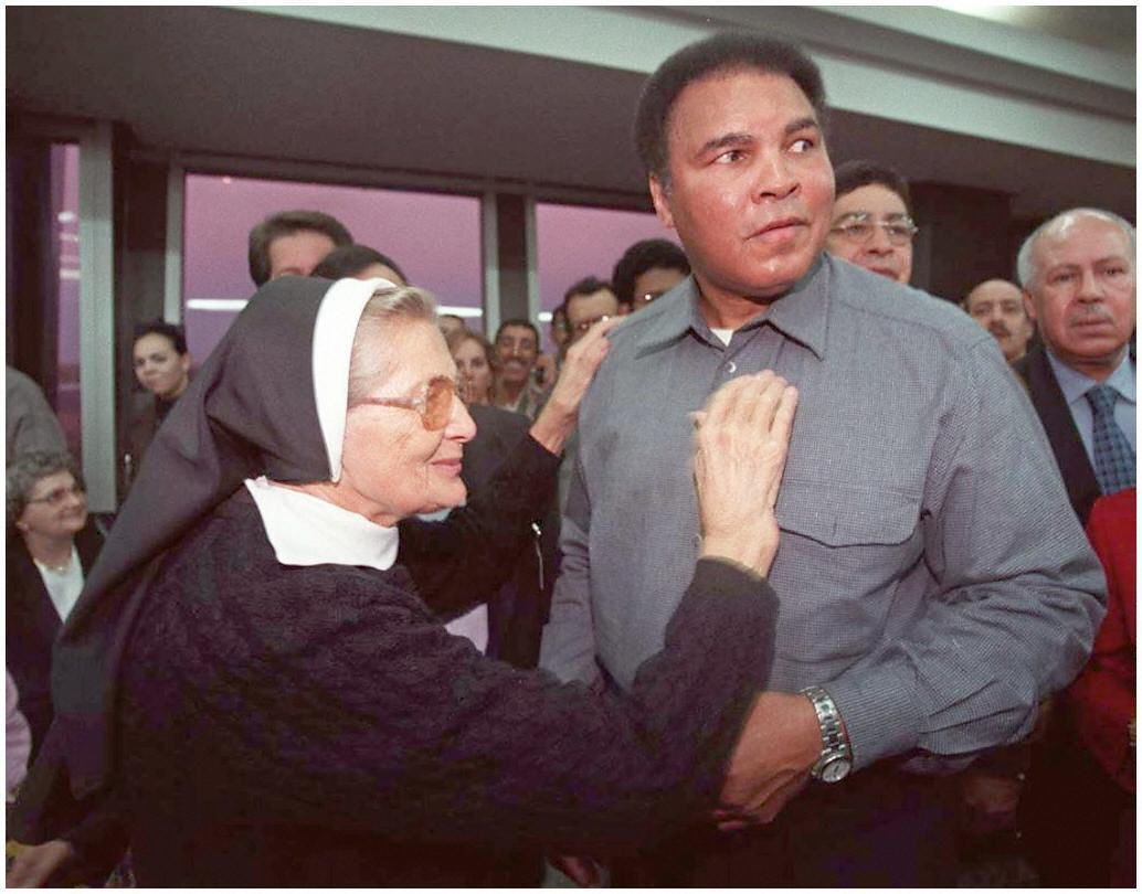Ali receives the thanks of sister Beltran in Casablanca, after the sister came from the Ivory Coast to take delivery of humanitarian aid brought by Ali for her mission