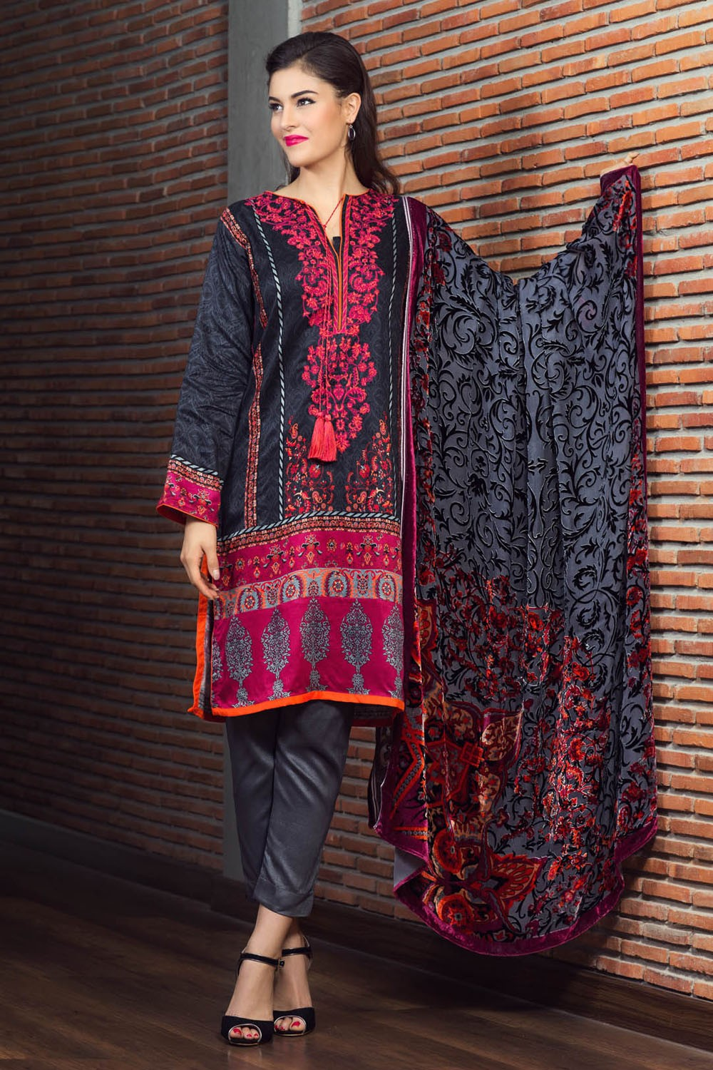 Fashion style Winter alkaram collection for lady