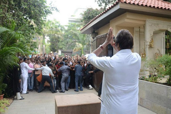 Amitabh-in-his-residence