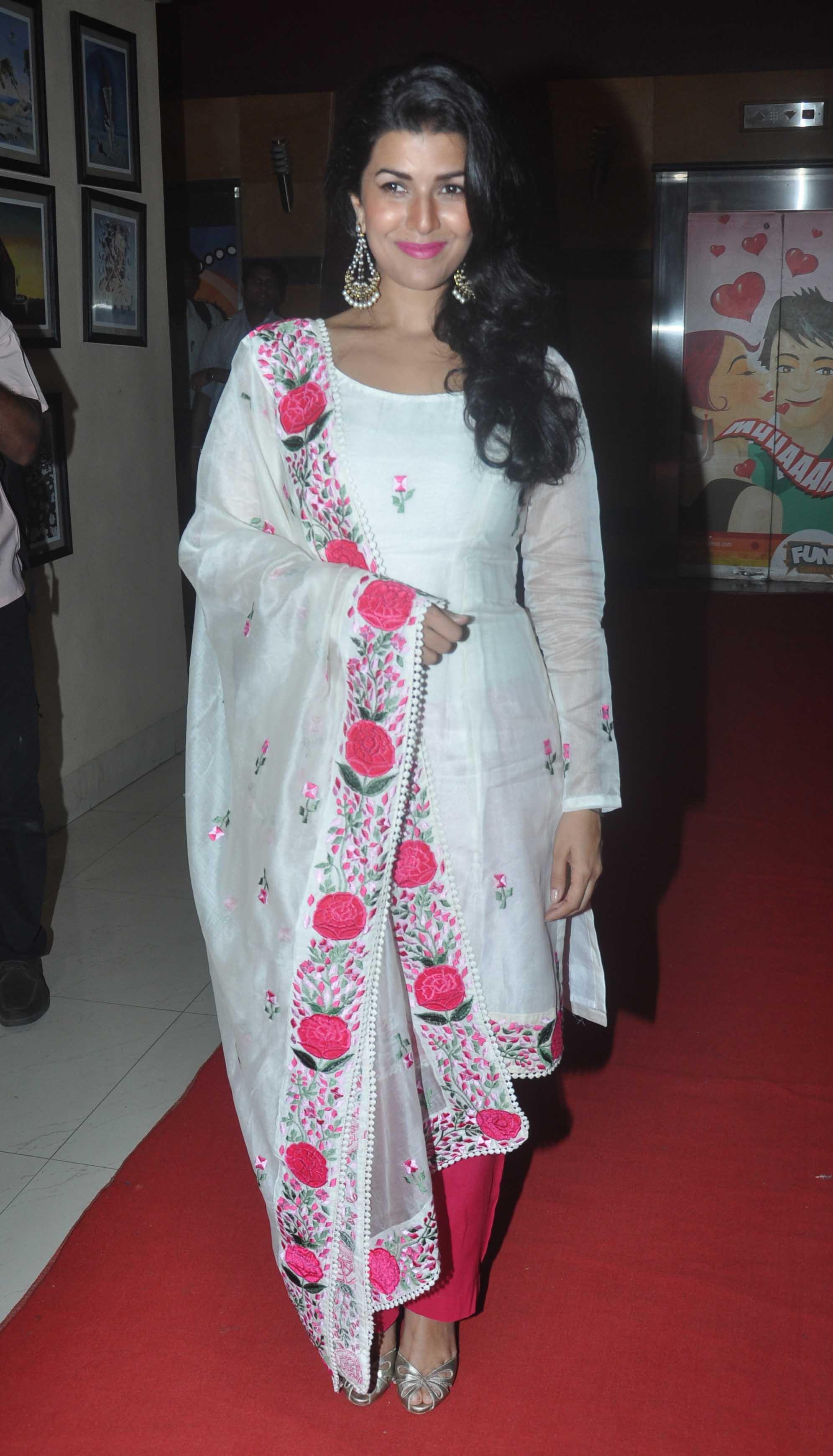 Bollywood-Actresses-Designer-Salwar-Kameez-2015