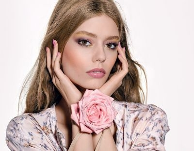 """Ondria Hardin wearing the """"Glowing Gardens"""" makeup collection from Dior Beauty"""