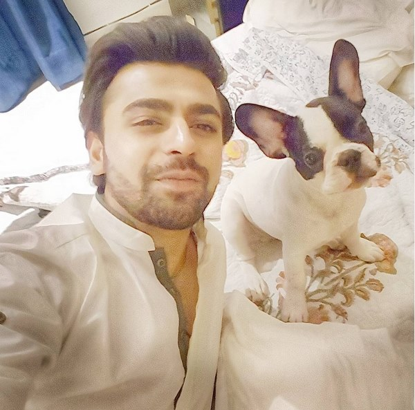 farhan-saeed-poses-with-his-new-pet-friend