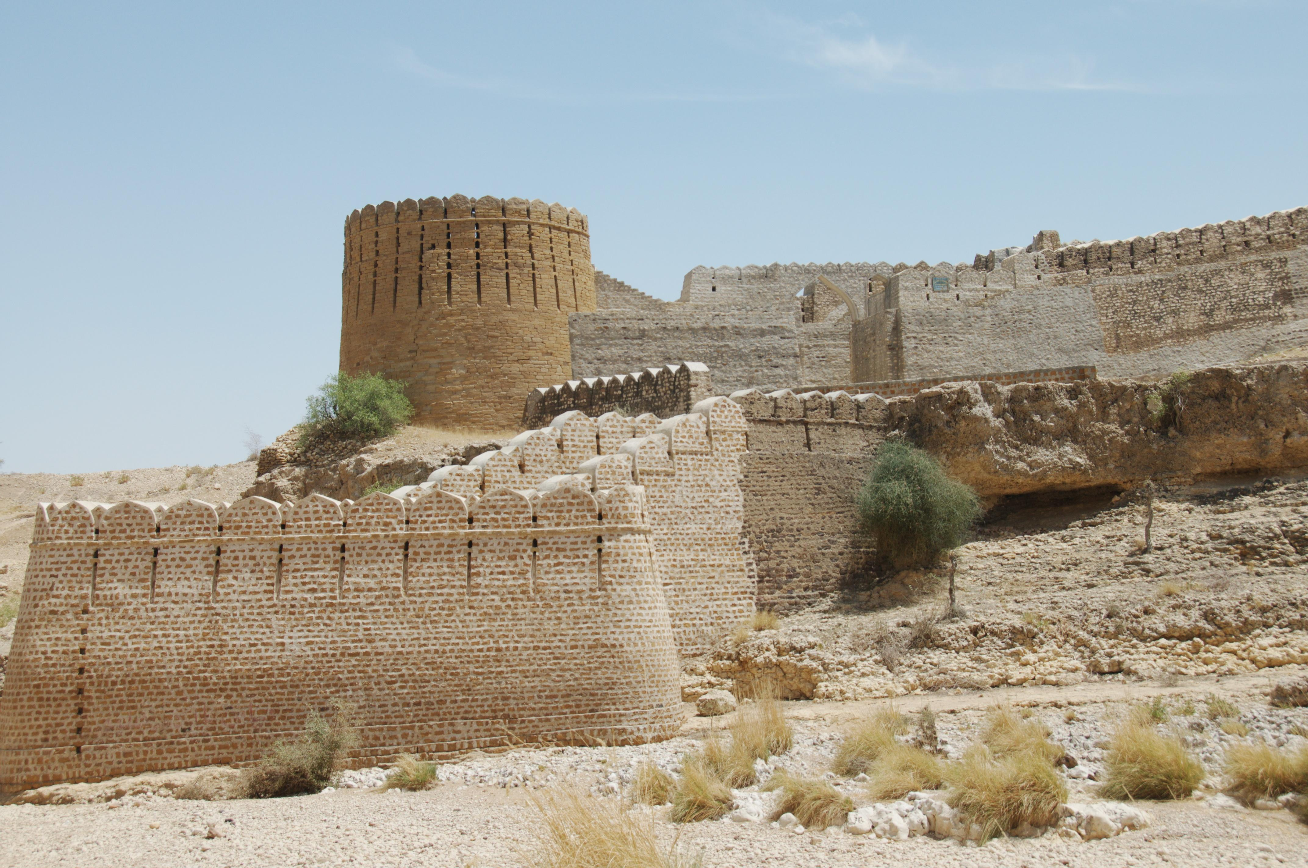 Goth Haidar Khan - Ranikot Fort - Panoramio
