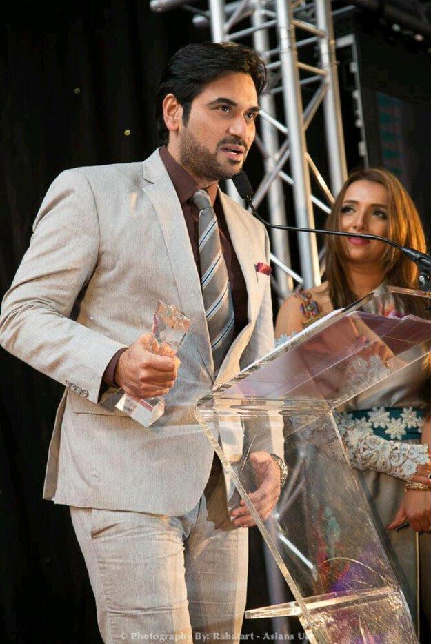 Humayun Saeed receiving Achievement Award