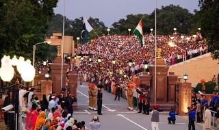 International_border_at_Wagah_-_evening_flag_lowering_ceremony