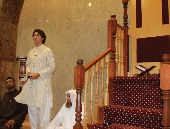 Justin Trudeau in Mosque