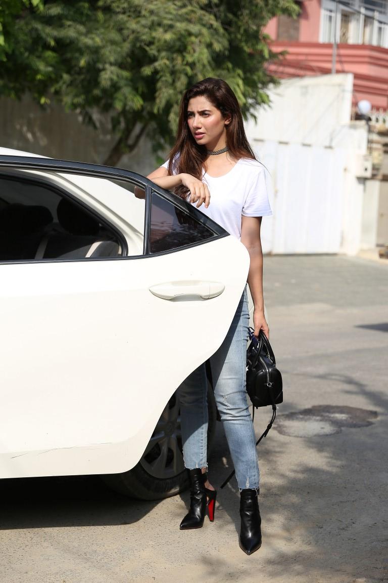 Mahira Khan - Uber's Rider Zero in Karachi [F]