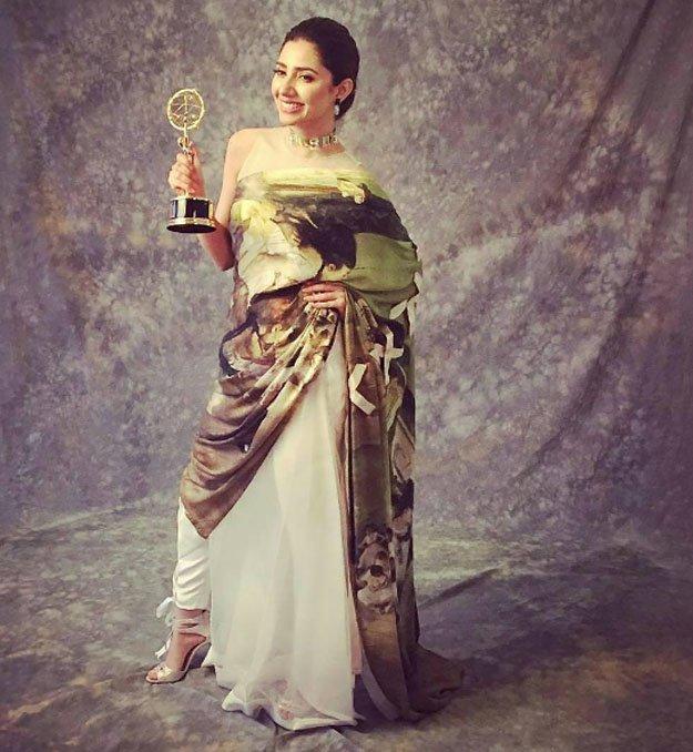 Mahira Khan wearing Chokar