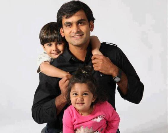Mohammad-Hafeez-with-children58300622_201211312156