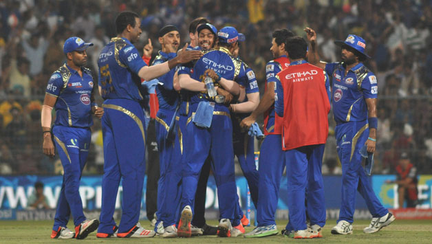 Mumbai-Indians-celebrate-fall-of-a-wicket-25