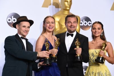 Oscar winners Mark Rylance, Brie Larson, Leonardo DiCaprio and Alicia Vikander (left to right) pose for a picture at the 88th Academy Awards