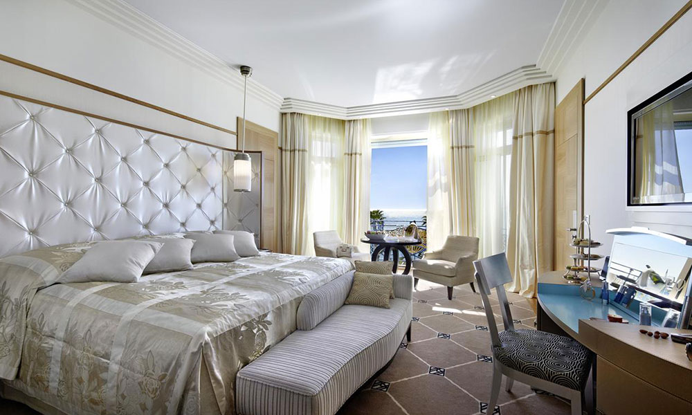 Penthouse-Suite-at-the-Grand-Hyatt-Cannes-Hotel-Martinez-in-Cannes,-France