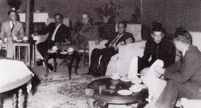 Quaid-e-Azam with civil servants