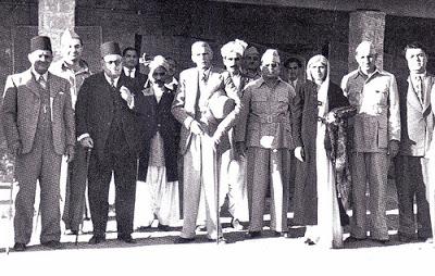 Quaid-e-Azam with his main partymen, Karachi, 1947