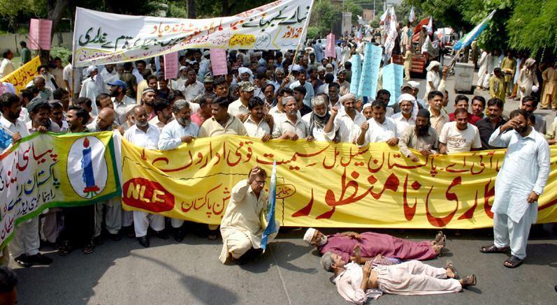 Railway-PREM-Union-Protest-against-Privatisation-of-PIA
