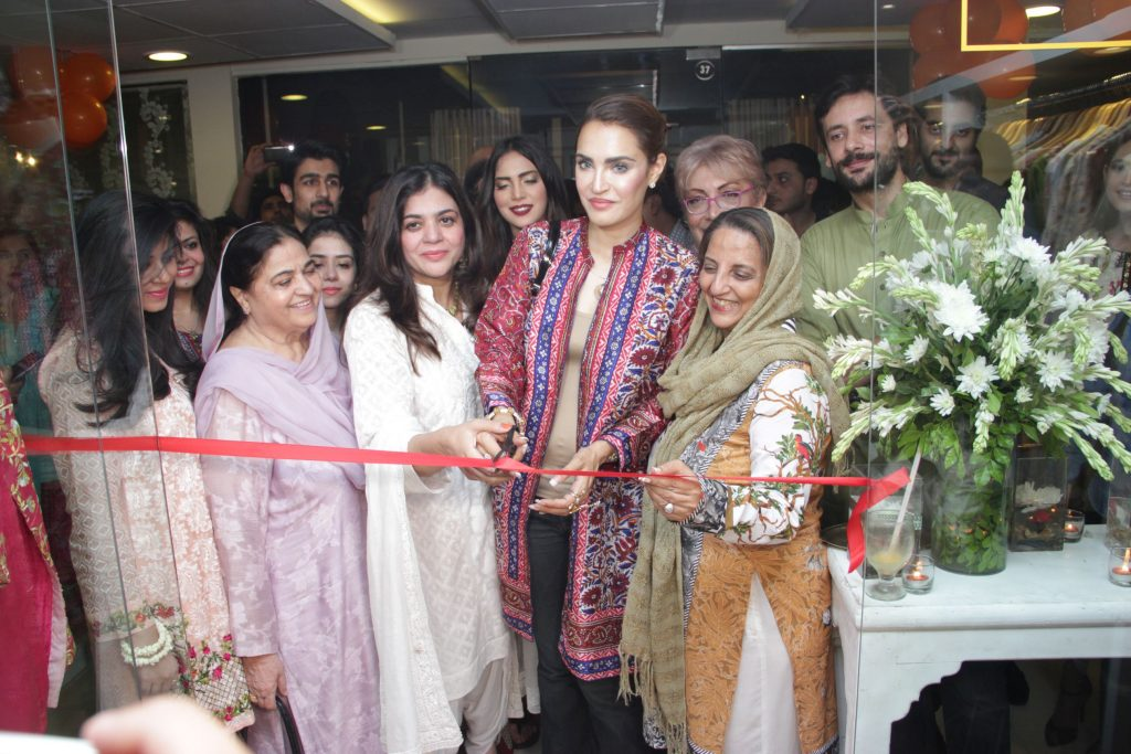 Ribbon cutting ceremony of new pret line, Khaamta