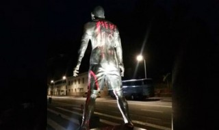 Ronaldo's-statue-named-with-Messi