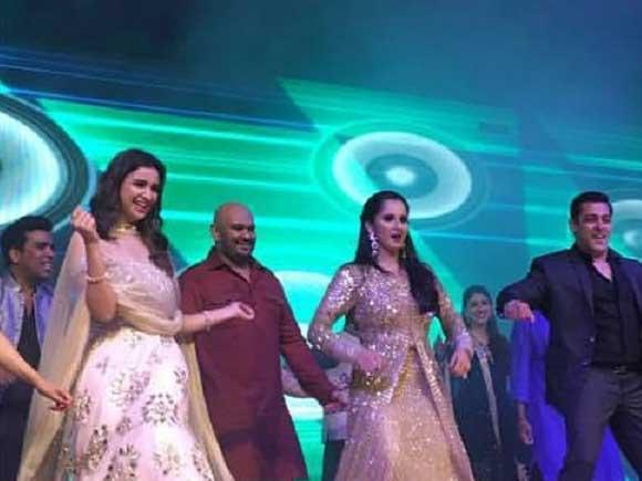 sania-mirza-dancing-with-parineeti-and-salman-khan