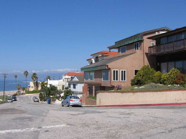 somen-banerjees-house-on-the-pacific-coast