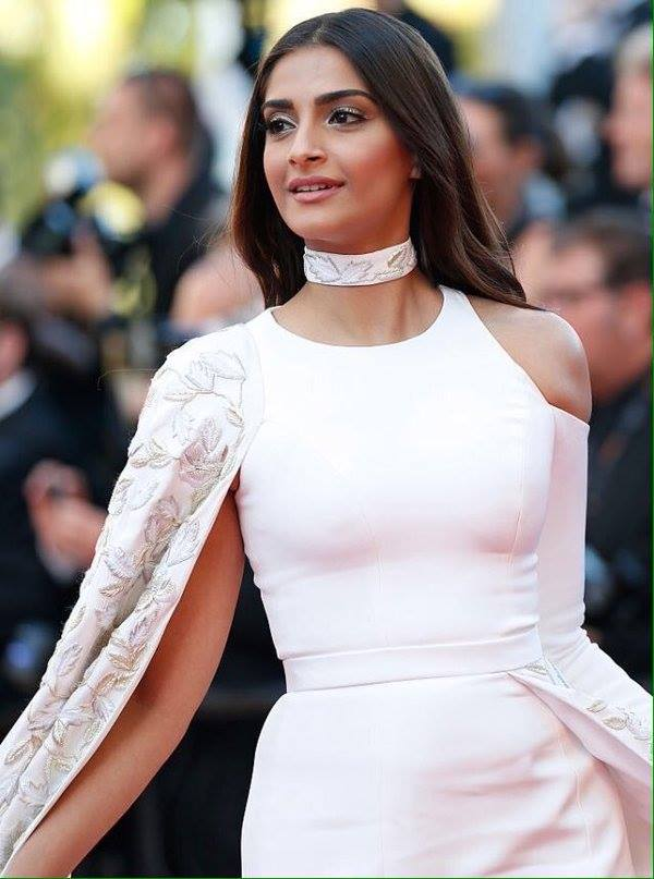 Sonam Kapoor at Cannes Red Carpet 2016 Day 3