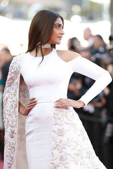 Sonam Kapoor at Cannes Red Carpet 2016 day 2