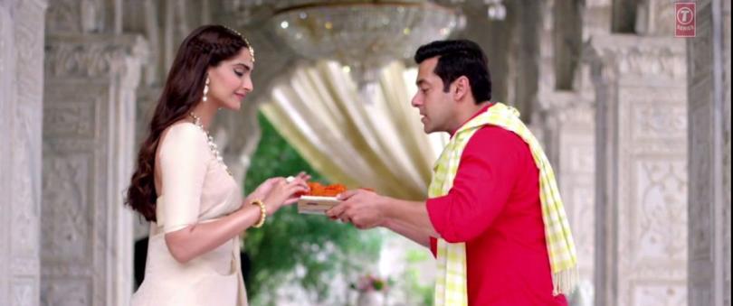 Sonam and Salman in Prem Ratan Dhan Payo (3)
