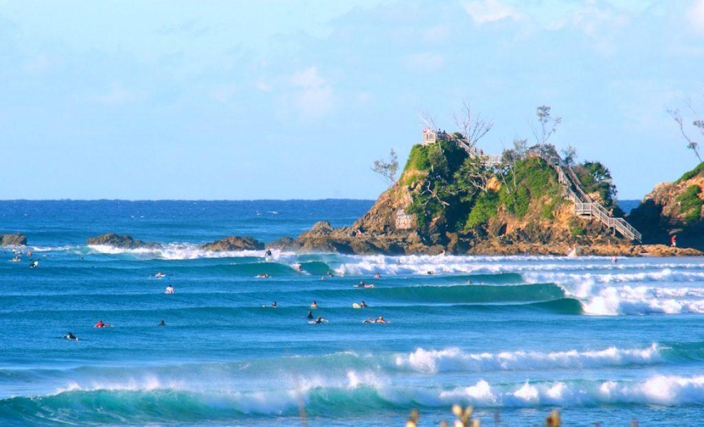 Surfing-at-the-Pass-Byron-Bay-NSW-Australia-source-surfingart.com_.au_