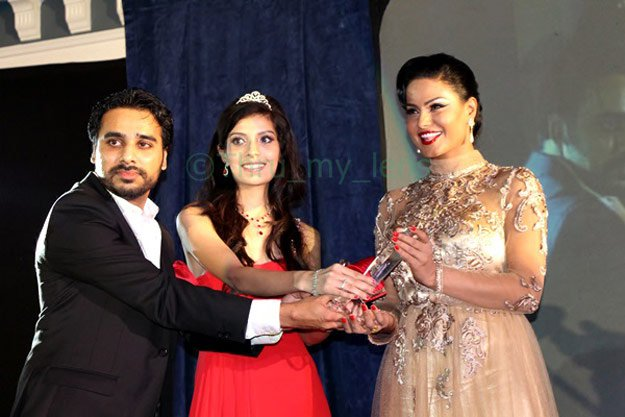 Veena Malik in PAA